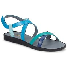 These colourblock strappy flat sandals are from Arcus, and they are just perfect for summer! #turquoise #sandals #shoes #flatshoes #summer