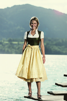 Dirndl Custom Made Shoes, Traditional Fashion, Costume Dress, Looking For Women, Lady, Classic Style, Looks Great, Couture, Stylish
