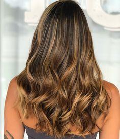 Mechas mel: 50 inspirações para iluminar os fios e inovar no visual New Hair Colors, How To Make Hair, Genetics, Hair Inspo, Hair Hacks, Beyonce, My Hair, Hair Makeup, Hair Beauty