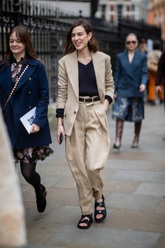 Alexa's Wardrobe Is the Inspiration You Need for Your 2020 Wardrobe Alexa Chung's Style in 23 of her Best Looks Ever Swag Style, Style Casual, Casual Street Style, Men's Style, Alexa Chung Style, London Fashion Weeks, Moda Safari, Style Hipster, Style Urban