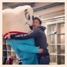 #Dentone is ready to rock for #Aquafresh !!! meanwhile is sharing some love at the #Ottosunove 's office.  #OSNbackstage