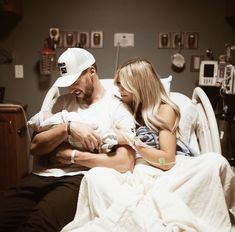 Cute Family, Baby Family, Family Goals, Baby Hospital Pictures, Baby Pictures, Newborn Photos, Pregnancy Photos, Birth Photos, Dad Baby