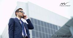 Neben neuen Techniken der Telefonakquise spielt das nonverbale Verhalten am Telefon oft eine wesentliche Rolle.  Im heutigen Monday-Morning-Must von Kai-Lorenz Muhler gibt es 7 Tipps, wie Sie Hektik, Nervosität und Ängste ablegen und souverän mit Ihrem Kunden telefonieren: http://www.managementtraining.de/2017/05/15/neukundenakquise-telefon/