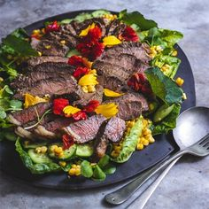 Garnish this robust meaty salad with garden flower petals (see list of edible flowers). Non meat eaters can replace the steak with large mushrooms. Soup Recipes, Salad Recipes, Recipies, List Of Edible Flowers, Buttered Corn, Large Mushroom, Steak Salad, Stuffed Mushrooms, Stuffed Peppers