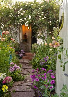 Creative Genius: Rochelle Greayer of Cultivating Garden Style and Pith + Vigor >>> http://blog.diynetwork.com/maderemade/2015/01/20/creative-genius-rochelle-greayer-of-cultivating-garden-style-and-pith-vigor/?soc=pinterest