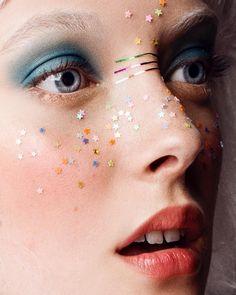 いいね!7,852件、コメント26件 ― MAKE UP FOR EVER OFFICIALさん(@makeupforeverofficial)のInstagramアカウント: 「Star freckles makeup is just what we need ! ✨ Sparkling inspired #makeup by talented #mua…」
