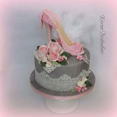 high heel sugar shoe found its place on to a cake! Shoe Box Cake, Shoe Cakes, Cupcake Cakes, Cupcakes, Purse Cakes, Cake Wrecks, High Heel Kuchen, Beautiful Cakes, Amazing Cakes