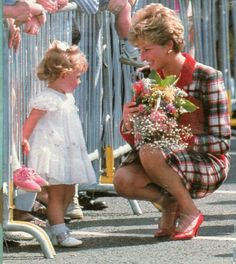 Princess Diana: One Day One Dress: June Glasgow, Scotland Real Princess, Prince And Princess, Princess Of Wales, Prince Harry, Princesa Diana, Princess Diana Fashion, Prinz William, Elisabeth, Lady Diana Spencer