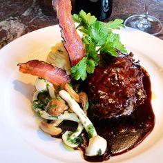 Essen wie ein Gott im Restaurant Helvetia Brunch, Fast Food, Food Inspiration, Switzerland, Steak, Restaurants, Cozy Cafe, Deli Food, Yummy Cakes