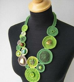Valerie Barkowski from Beautiful Crochet Necklace Patterns and Designs Textile Jewelry, Fabric Jewelry, Jewelry Crafts, Handmade Jewelry, Crochet Necklace Pattern, Crochet Rings, Crochet Jewellery, Crochet Collar, Fabric Necklace