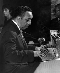 "William ""Red"" Garland – was a hard bop jazz pianist whose block chord style, in part originated by Milt Buckner, influenced many forthcoming pianists in the jazz idiom. All About Jazz, All That Jazz, Cool Jazz, Jazz Artists, Jazz Musicians, Music Artists, Jazz Blues, Blues Music, Branford Marsalis"