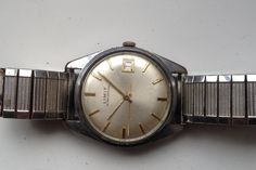 AUCTIONS ENDING ON WEDNESDAY 22 JUNE FROM 8pm NEW AUCTIONS STARTING FROM 8pm........MENS VINTAGE LIMIT OF SWITZERLAND 17 JEWELS CORT.291 CALENDAR WATCH SPARES REP