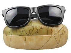 Originales gafas de sol de estilo clásico con elegante funda aterciopelada en el interior. Protege tus ojos de la manera más chic .