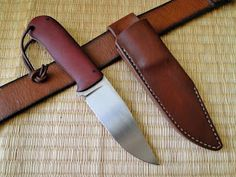 Andrzej Woronowski Custom Knives: [TUTORIAL] How to make a simple leather sheath? Diy Leather Knife Sheath, Diy Leather Holster, Knife Sheath Making, Knife Making, Knife Holster, Holsters, Diy Leather Projects, Leather Crafts, Diy Knife