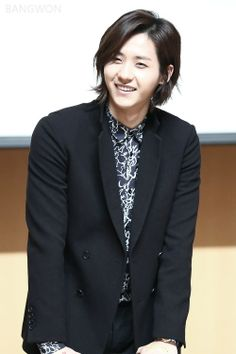 He's so cute without glasses! Thats why you're my UB in B1A4!