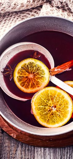 Our simple mulled wine recipe brings you the fruity-aromatic Christmas . Bistro Food, Tea Cafe, Winter Treats, Cocktail Drinks, Cocktails, I Love Food, Wine Recipes, Food And Drink, Juicing
