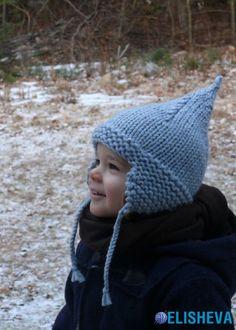 Шапочка детская из толстой пряжи, зимняя, выполнена спицами