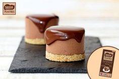 Pastelitos individuales de mousse de chocolate intenso