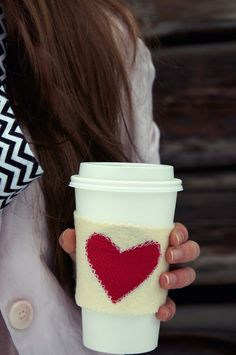 """""""warm heart"""" coffee cozy - use up leftover fabric scraps for this easy craft. Mug Cozy, Coffee Cozy, Valentine Day Crafts, Be My Valentine, Valentine Ideas, Diy Craft Projects, Sewing Projects, Felt Projects, Sewing Ideas"""