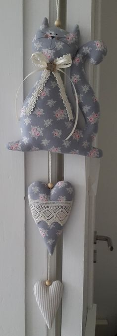 66 ideas sewing diy gifts products for 2019 Hobbies And Crafts, Diy And Crafts, Arts And Crafts, Fabric Toys, Felt Fabric, Sewing Crafts, Sewing Projects, Sewing Diy, Fabric Hearts