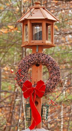 Directions for a BIrd Seed Wreath made with gelatin. This would be great for my MG friends who love to birdwatch. A great way to invite birds into your garden . ..Golddust