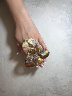 Beaded brooch by @elenelenjewellery. Italian sequins,Swarovski crystals,Miyuki.