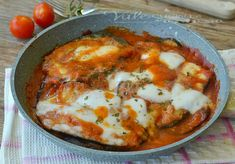 Melanzane alla pizzaiola senza forno ricetta veloce Best Italian Recipes, Greek Recipes, Easy Cooking, Cooking Recipes, Healthy Recipes, Greek Dinners, Cast Iron Recipes, Eggplant Recipes, Weird Food