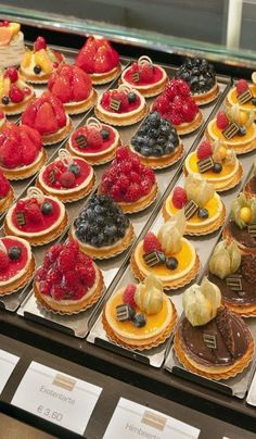 Lecker! Konditorei - tasty little tarts...: