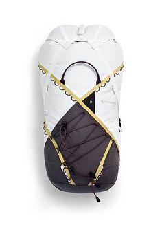 Hiking & Trekking Backpacks: Econyl, Alpine suitability, that's the promise of the Klättermusen Backpack Alpine Backpack Höner. Tote Backpack, Travel Backpack, Messenger Bag, Gold Backpacks, Company Job, Marketing Jobs, World Of Sports, Decathlon, Trekking