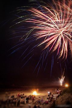 How to Photograph Fireworks >>> Great tips for shooting the fireworks on New Years!