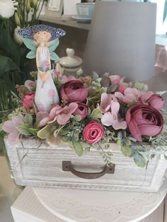 Flower Boxes, Diy Flowers, Spring Flowers, Artificial Flower Arrangements, Floral Arrangements, Flower Centerpieces, Flower Decorations, Spring Crafts, Shabby Chic Decor