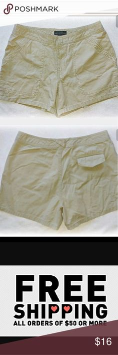 """NWOT Banana Republic khaki shorts *Khaki Shorts, 3 pocket  * 100% Cotton  * 15"""" waist across laying flat  * 12"""" long from waistto hem  *8.5"""" Rise  * 4"""" Inseam   Please let me know if you have any questions. Feel free to make an offer! Banana Republic Shorts"""