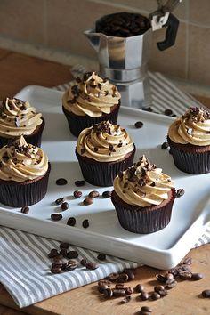 Cupcakes al cioccolato e caffè http://www.latanadelconiglio.com/2012/10/cupcakes-al-cioccolato-e-caffe.html