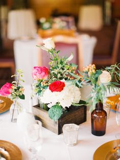 White and Fuchsia Centerpiece | photography by http://www.greenapplephotographyonline.com/