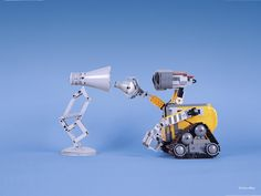 Beautiful Cute Pixar Desk Lamp made with LEGO Do you recognize the famous Pixar character? whose name, by the way, is Luxo Jr. Lego Moc, Lego Wall-e, Lego Robot, Robots, Lego Toy Story, Pixar, Lego Design, Wall E, Lego Marvel