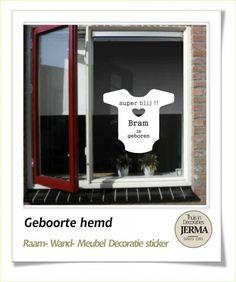 Raam-, Wand decoratiesticker Geboorte raamsticker babyhemd raamsticker geboorte bord met rompertje