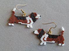 Beaded Basset Hound Earrings van DsBeadedCrochetedEtc op Etsy