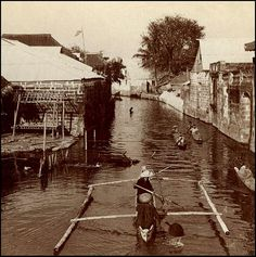 Waterway in Malolos, Luzon, Philippines, late or early Century Philippines Culture, Manila Philippines, Outrigger Canoe, Filipino Culture, American War, Okinawa, Historical Photos, Old Photos, Places