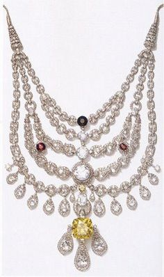 Necklace mounted by Cartier in 1928 for the Maharajah of Patiala  with the De Beers yellow diamond 224.65 carats in the center.