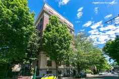 Beautiful historical condo available in the desirable Nob Hill are of NW Portland. Main Street, Street View, Building Costs, Urban Park, Forest Park, Pent House, The Locals, Night Life, Portland