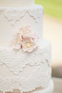 vintage lace cake from Rosalind Miller Cakes  BEAUTIFUL. Just needs a touch of blue instead of pink .