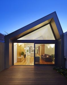 Nic Owen Architects a conçu la rénovation et l'extension d'une terrasse victorienne à Melbourne, en Australie. #design #architecture