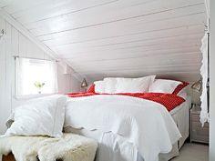 http://presentform.blogspot.co.nz/2013/05/sunday-comforts_12.html - White bedroom under the roof