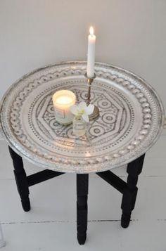 Brickbord marockanskt med svart benställning Bohemian Living, Boho, Accent Furniture, Home Furniture, Interior Styling, Interior Ideas, Interior Design, India Decor, Moroccan Interiors