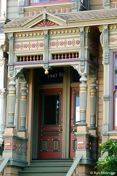 San Fancisco Architecture : The entrance of a painted lady in San Francisco. Replete with pastels like an o. Architecture Design, Victorian Architecture, Beautiful Architecture, Beautiful Buildings, Beautiful Homes, Architecture Today, Victorian Homes, Victorian Era, Victorian Porch
