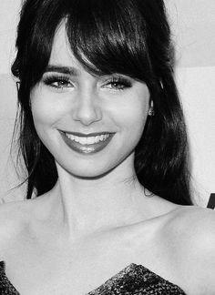 Lily Collins - she looks like Zooey Deschanel!!!