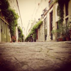Another small alley in Paris