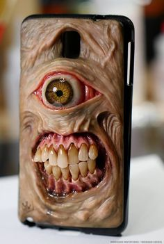 Creepy Horror iPhone Cases Will Ring Up Nightmares with Each Call - Creepy Horror, Creepy Art, Horror Art, Scary, Polymer Clay Sculptures, Sculpture Clay, Biscuit, Monster Art, Halloween Projects