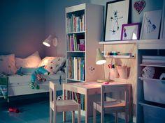 IKEA Österreich, Inspiration, Kinder, Kids, Kindermöbel, Kinderzimmer, bunt, Spielzeug, Kindertisch LÄTT, Leuchte SNÖIG, Rahmen NYTTJA, Aufbewahrungskombi TROFAST, Juniorbettgestell GULLIVER
