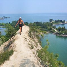 Scarborough Bluffs Trail 17 Breathtaking Ontario Hikes To Do This Summer Oh The Places You'll Go, Places To Travel, Travel Destinations, Places To Visit, Quebec, Scarborough Bluffs, Scarborough Ontario, Voyage Canada, Ontario Travel